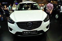 Modell 2013 Mazdas CX-5 2,5 mit weißer Farbe Luxusanzeige 5 während des Singapurs Motorshow 2016 Stockfoto