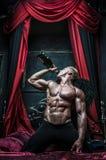 Modell med champagne, royaltyfri bild