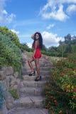 Modell med den röda klänningen Fotografering för Bildbyråer