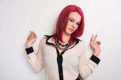 Modell med livligt rött hår Royaltyfria Foton