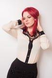Modell med livligt rött hår Arkivfoton