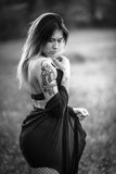 Modell med tatueringar Royaltyfria Bilder