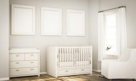 Modell mit drei Plakaten auf Babyraumwand lizenzfreies stockfoto