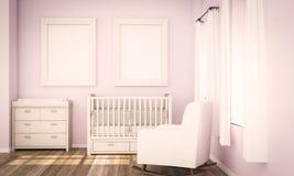 Modell mit zwei leeres Postern auf rosa Babyraum stockfotografie