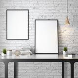 Modell-Plakat im Innenraum, 3D Illustration eines modernen Designs, weiße Backsteinmauer Stockfotos