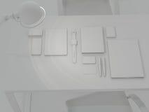 Modell-Schablone Satz Brandingelemente auf grauem Hintergrund Stockfotos