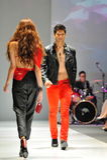 Modell som ställer ut designer från Swarovski med temakungariket av juvlar på Audi Fashion Festival 2012 på Maj 18, 2012 Arkivfoton