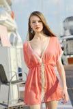 Modell som ställer ut designer vid hudsemesterortmode på den Singapore yachtshowen 2013 Arkivbilder