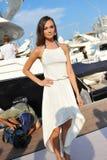 Modell som ställer ut designer vid hudsemesterortmode på den Singapore yachtshowen 2013 Fotografering för Bildbyråer