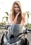 Modell With Sport Bike Arkivfoton