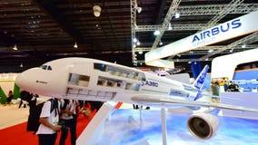Modell Supertunnels-bohrwagen Airbusses A380 auf Anzeige in Singapur Airshow Lizenzfreie Stockfotos