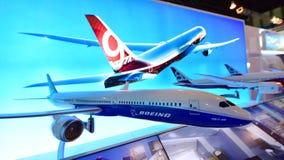 Modell von Boeing 787-10 Dreamliner auf Anzeige in Singapur Airshow Lizenzfreie Stockfotografie