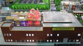 Modell von Sonnenkollektoren und von Kraftwerken stock footage