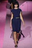 Modellaura julie loopt de baan in Marc Jacobs tijdens Mercedes-Benz Fashion Week Spring 2015 Royalty-vrije Stock Afbeelding