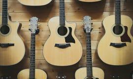 Modellbakgrund av klassiska gitarrer Royaltyfri Foto