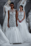 Modelle erscheinen an einem Toast zu Tony Ward: Eine spezielle Brautsammlung Stockbild