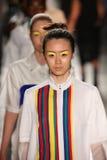 Modelle von Daniel Silverstain-Weg an DSW fördert 20. Jahrestags-frische Gesichts-in Mode Rollbahn-Frühling 2016 Gen Arts Lizenzfreies Stockfoto