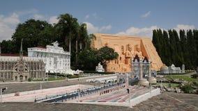 Modelle von Weltanziehungskräften in Mini Siam parken in Pattaya, Thailand stock video footage