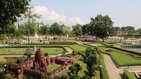 Modelle von Weltanziehungskräften in Mini Siam parken in Pattaya, Thailand stock footage