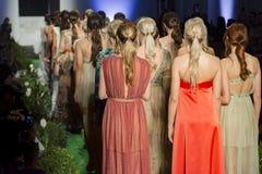 Modellen aan het eind van Modeshow royalty-vrije stock fotografie