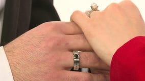Modellen annonserar smycken 4 stock video
