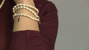Modellen annonserar smycken 27 lager videofilmer