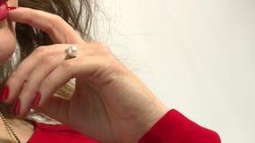 Modellen annonserar smycken 29 lager videofilmer