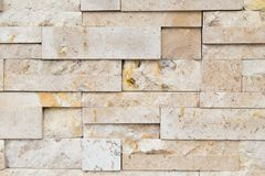 Modellen av dekorativt kritiserar stenväggen för bakgrund arkivfoton