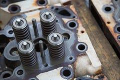 Modellen av en ventil för medelmotor, motoravgasröroch intagventilen, vårventilen av motorn och auto reservdelar, maskin särar Royaltyfria Bilder