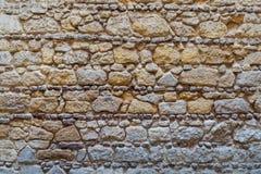 Modellen av guling och grå dekorativ grunge red ut ojämn yttersida för stenväggen Royaltyfri Foto