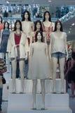 Modellen die kleren in een opslag in Lissabon dragen royalty-vrije stock fotografie