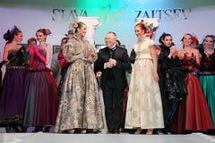 Modellen en ontwerper Slava Zaitsev Stock Afbeeldingen