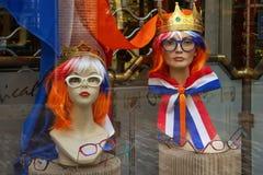 Modellen in het winkelvenster royalty-vrije stock afbeelding