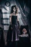 Modellen i bilden av en tokig kvinna Royaltyfria Bilder