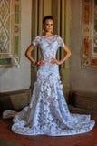 Modellen Kalyn Hemphill poserar i inre Arkivfoto