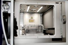 Modellen med service som skapas i laser som sintrar maskinen, blir i funktionsduglig kammare Royaltyfri Bild