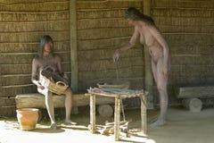 Modellen van Inheemse die Amerikanen door Christopher Columbus op vertoning in Muelle DE las Carabelas, Palos de la Frontera word stock afbeeldingen
