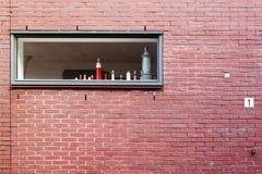 Modellen van lichte huizen in het venster royalty-vrije stock foto's