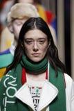 Modeller går landningsbanafinalen på de eniga färgerna av den Benetton showen på Milan Fashion Week Autumn /Winter 2019/20 arkivbilder