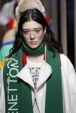Modeller går landningsbanafinalen på de eniga färgerna av den Benetton showen på Milan Fashion Week Autumn /Winter 2019/20 royaltyfri bild