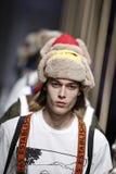 Modeller går landningsbanafinalen på de eniga färgerna av den Benetton showen på Milan Fashion Week Autumn /Winter 2019/20 royaltyfri fotografi