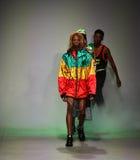 Modeller går landningsbanafinalen på hyresvärdshowen Royaltyfri Bild
