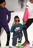 Modeller går landningsbanan på Nikens Levis ungemodeshowen under Mercedes-Benz Fashion Week Fall 2015 Fotografering för Bildbyråer