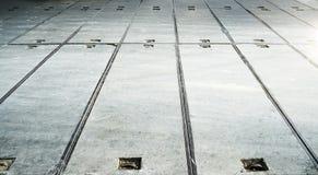 modeller på ett tegelplattagolv eller gångbana Arkivfoto