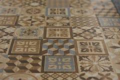 Modeller på keramiska tegelplattor Garnering av innerväggdesignen av kontorslägenheter royaltyfri bild