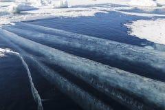 Modeller p? isen av Lake Baikal Irkutsk region, ?stliga Sibirien arkivbild