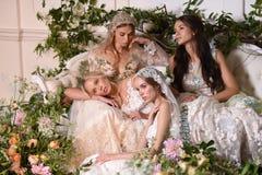 Modeller som poserar under Claire Pettibone Four Seasons Collection, ställer ut Royaltyfri Bild