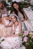 Modeller som poserar under Claire Pettibone Four Seasons Collection, ställer ut Royaltyfri Fotografi