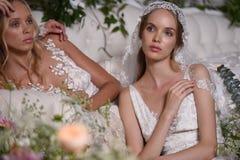 Modeller som poserar under Claire Pettibone Four Seasons Collection, ställer ut Royaltyfri Foto