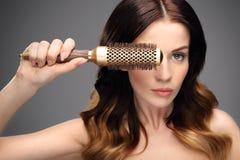 Modellera hårborsten Fotografering för Bildbyråer